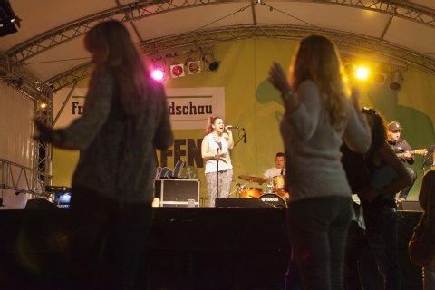 27656752,27753606,highRes,Osthafen-Festival09